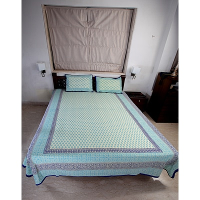 Jodhaa Double Bedsheet Set In Cotton Printed In White Light Blue And Dark Blue With Blue Border