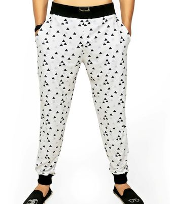 Yuvraah Men's WHite Triangle Printed Jogger