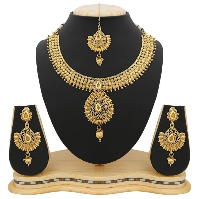 GOLD PLATED NECKLACE SET WITH MAANG TIKKA