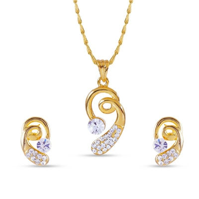 Rich Lady Golden Pendant Set With Chain